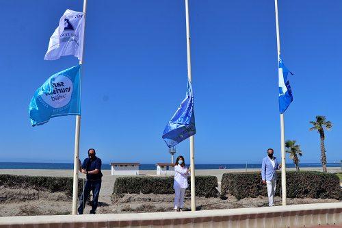 El Ejido recibe las banderas azules de sus playas
