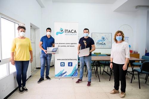 El Ayuntamiento gestiona la donación de dos ordenadores a la asociación Ítaca