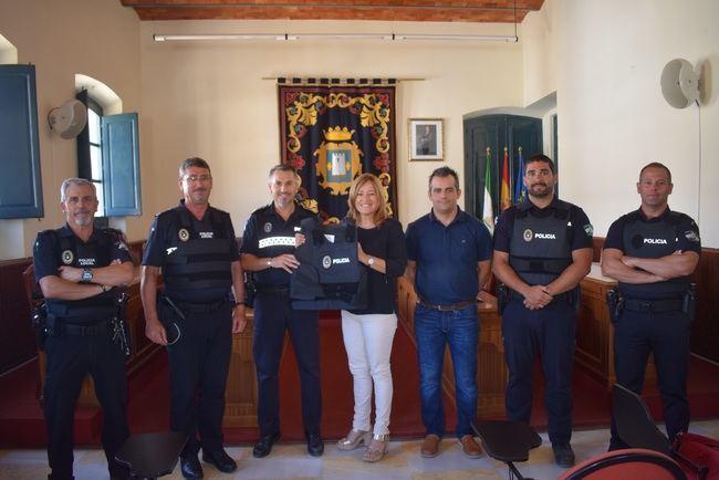 El Ayuntamiento de Níjar dota a la Policía Local de chalecos antibalas
