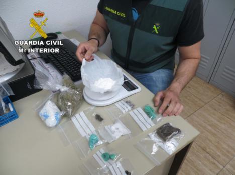 Acuden por un robo a una vivienda en Viator y descubre una plantación de marihuana