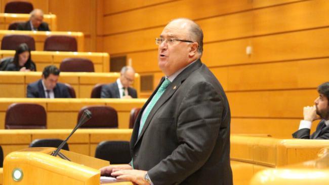 Gonzálvez logra el respaldo del Senado para que el Gobierno elimine los pasos a nivel de Gádor