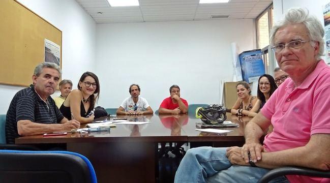 La concejal de Podemos se reúne con los ecologistas de Almería