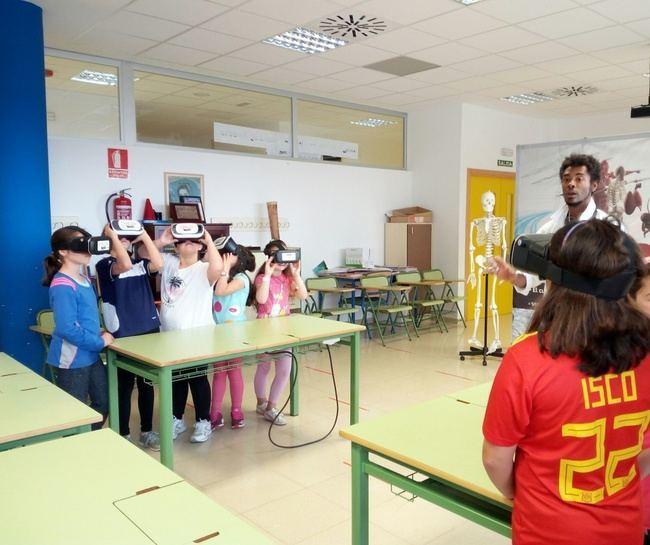 300 menores 'viajan' al interior de su cuerpo con los talleres de Realidad Virtual de Diputación