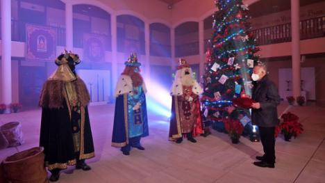 Los Reyes Magos saludan on line a los niños de Roquetas de Mar