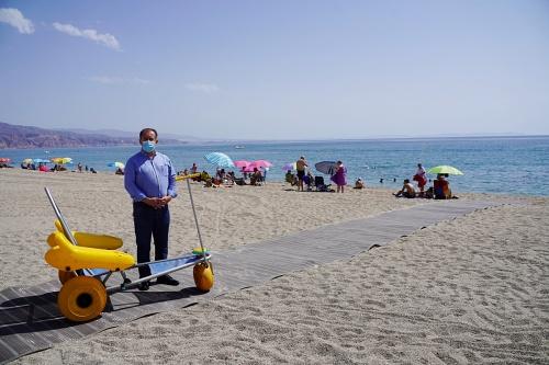 Pasarelas flexibles en Roquetas para tener puntos accesibles de sus playas