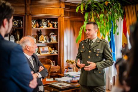 Reconocimiento al teniente Garrido por su participación en la
