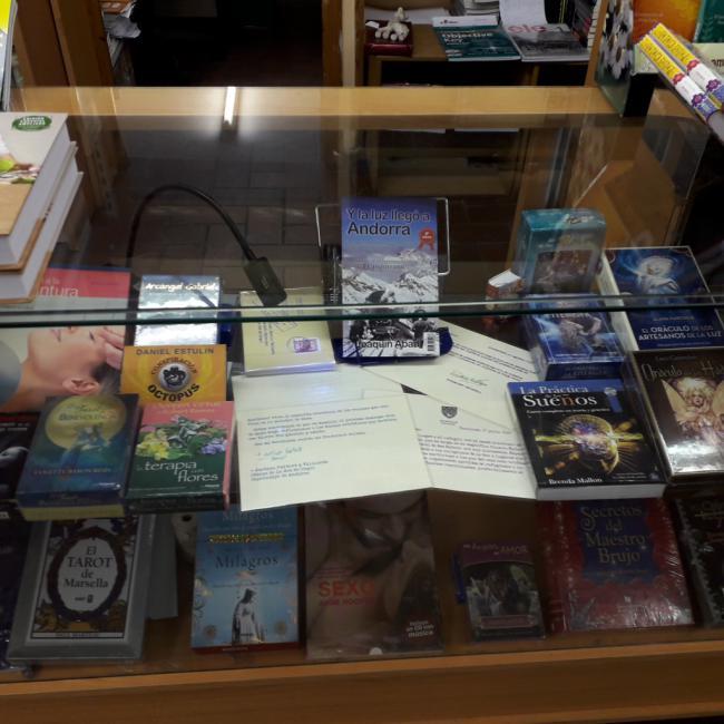 El nuevo libro de Joaquín Abad llega a las librerías con cartas escritas con tinta invisible