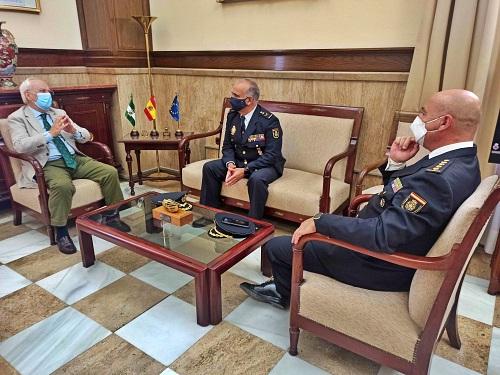 El subdelegado recibe al nuevo jefe superior de Policía en Andalucía Oriental