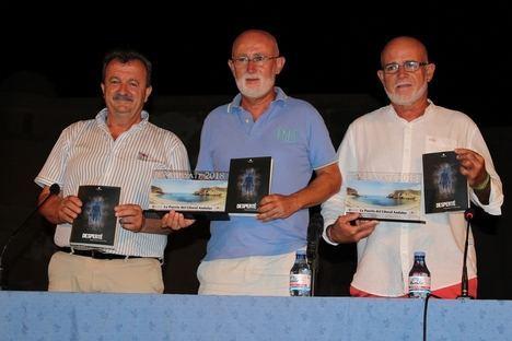 """El pulpileño Ángel Muñoz presenta su novela """"Desperté"""" con el Castillo de San Juan de los Terreros como telón de fondo"""