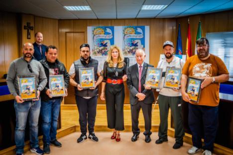 """El alcalde destaca el """"gran nivel"""" de las murgas y comparsas roqueteras"""