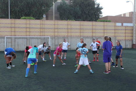 El nuevo equipo femenino del CD El Ejido arranca los entrenamientos