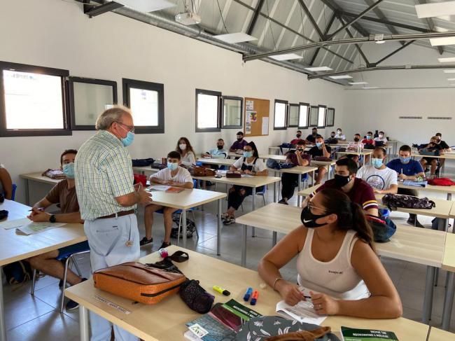 Bonilla Visita Las Nuevas Instalaciones De La Escuela Agraria De Vícar