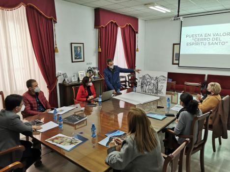 """Diputación muestra su """"compromiso"""" con el Cerro del Espíritu Santo de Vera"""