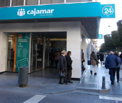 Cajamar bonifica con 200 euros las nuevas domiciliaciones de nómina o pensión