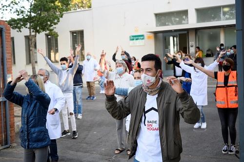 Flashmob en la campaña 'No tener casa, mata' de los usuarios del Centro Municipal de Acogida