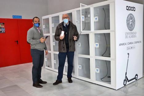 La UAL instala las primeras taquillas para patinetes eléctricos en Almería