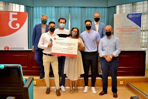 Estudiantes de la UAL reciben el premio al caso empresarial del Colegio de Economistas de Almería