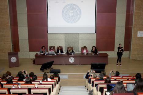 Profesionales de la UAL explican cómo han implementado el feminismo en su profesión