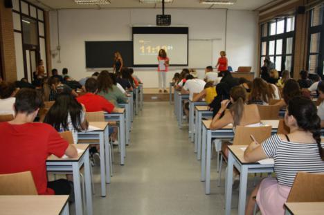 Más de 200 estudiantes se presentan a la PEvAU