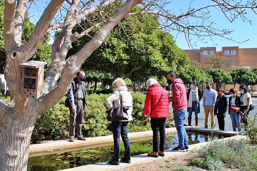 Una visita guiada muestra el patrimonio artístico y natural de la UAL