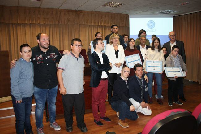 La UAL premia el respeto por la diversidad funcional