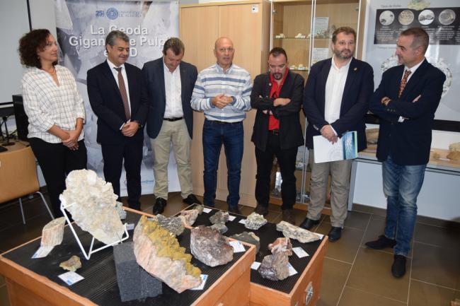 La Geoda de Pulpí se instala en la UAL junto a una imponente muestra de joyas geológicas