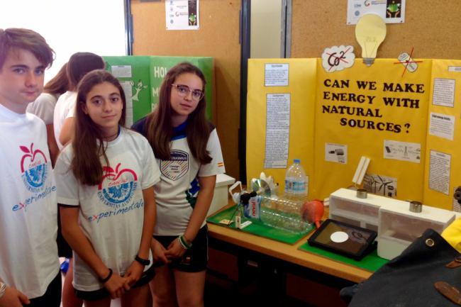 Más de 70 estudiantes de Secundaria comparten sus inquietudes científicas en la UAL