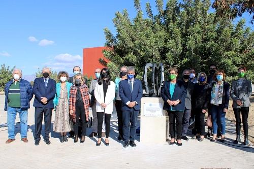 La UAL acoge la escultura 'Cabezas y vacío' contra el estigma en salud mental