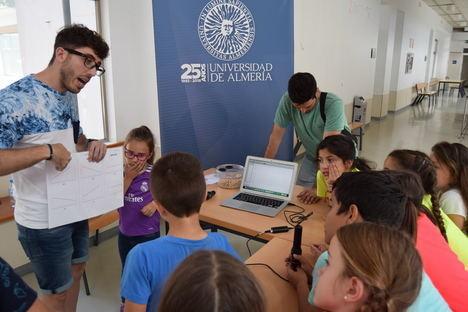 Bautismo científico para otros 800 escolares con la Semana de la Sensociencia en la UAL
