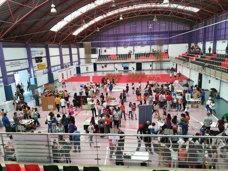 Cerca de 300 estudiantes de 15 centros muestran sus proyectos empresariales en la Feria de Emprendimiento