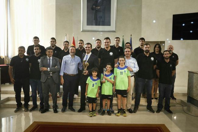 El alcalde felicita al 'Bahía de Almería' por el ascenso a la Primera Nacional de balonmano