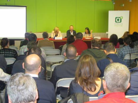 Andalucía Emprende informa a emprendedores de Níjar