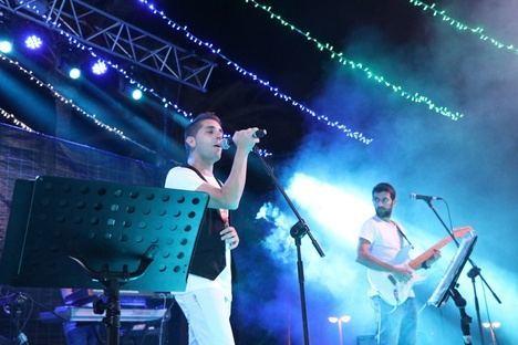 Espectacular fin de fiesta del 41 Festival de Teatro de El Ejido con 'Los Vivancos' y 'Los Vinilos'