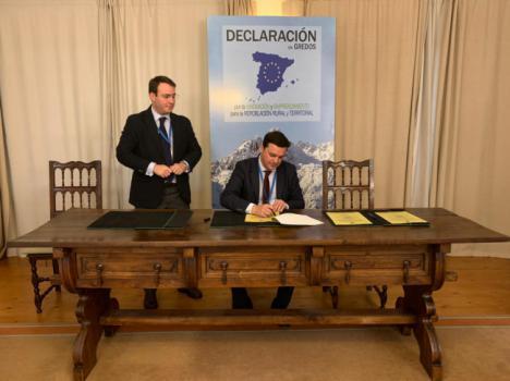 La Diputación de Almería firma en Ávila la Declaración para la 'Repoblación Rural'
