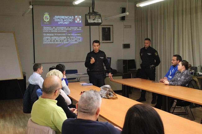 """La Policía Nacional ha llevado a cabo el """"I Taller para Padres"""" en Almería"""