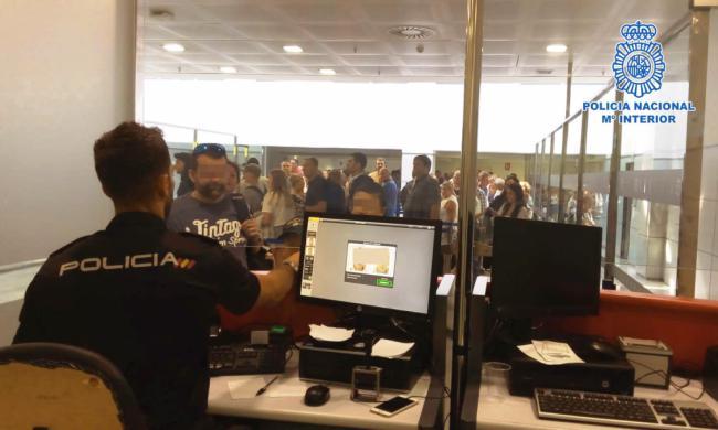 Detenidos en el Aeropuerto de Almería dos albaneses que quería entrar ilegalmente en Reino Unido