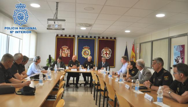 La Policía se reune con representantes consulares en Almería