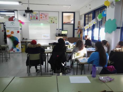 Andalucía Emprende fomenta el emprendimiento entre alumnos y alumnas del IES Gaviota de Adra