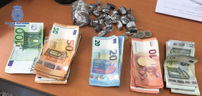 La Policía Nacional detiene al dueño de un pub de El Ejido por traficar con drogas