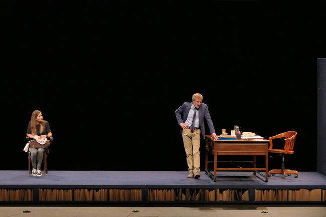 Fernando Guillén Cuervo y Natalia Sánchez triunfan con 'Oleanna' en el Teatro Auditorio de Roquetas
