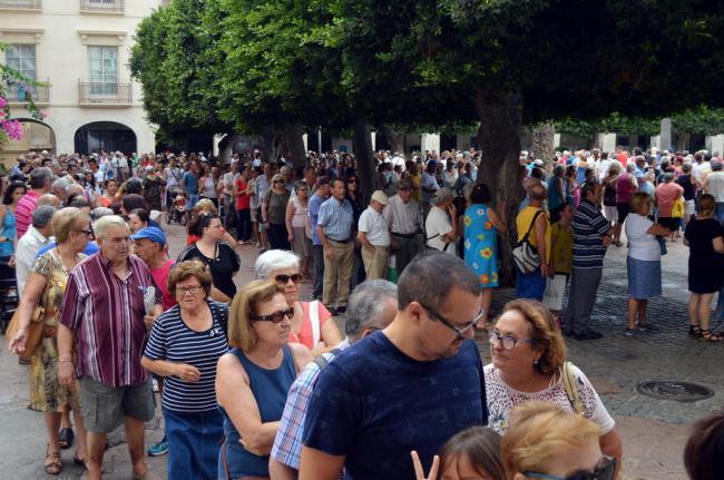 El Ayuntamiento repartirá 25.000 abanicos de Feria en tres días