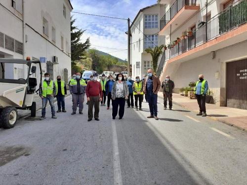 El PFEA impulsa 900 jornales y renueva calles y jardines de Bacares