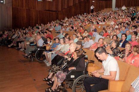 Lleno en el Teatro Auditorio en la Gala del Mayor con la cantante Joana Jiménez