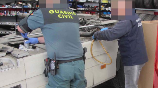 La Guardia Civil y la Agencia Tributaria detectan dos infracciones con gasoil bonificado