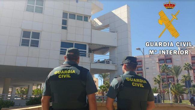 Guardia Civil auxilia a una mujer y a su madre en coma en Roquetas