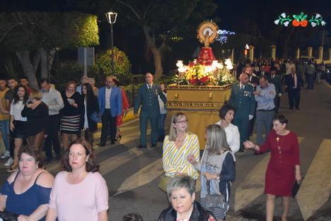 Gádor saca en procesión a la Virgen del Pilar en el día de la Fiesta Nacional