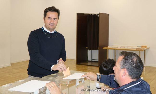 El alcalde de El Ejido (PP) vota por un gobierno que 'genere estabilidad'