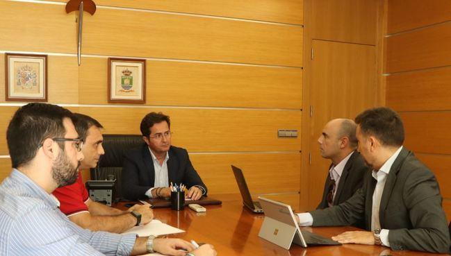 El alcalde de El Ejido se reúne con Telefónica para hacer segumiento del contrato de comunicaciones