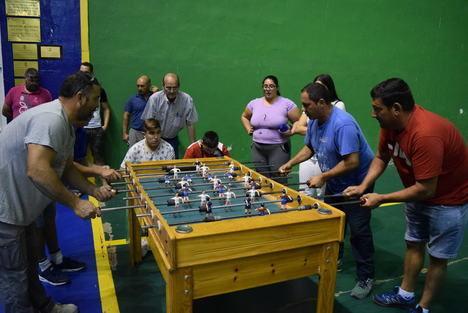 Una quincena de parejas se disputan el gran Campeonato de Futbolín de la Feria de Gádor