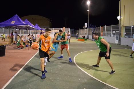 """""""Jebos tu mi"""" se proclama campeón del Torneo de Feria de Baloncesto 3x3"""
